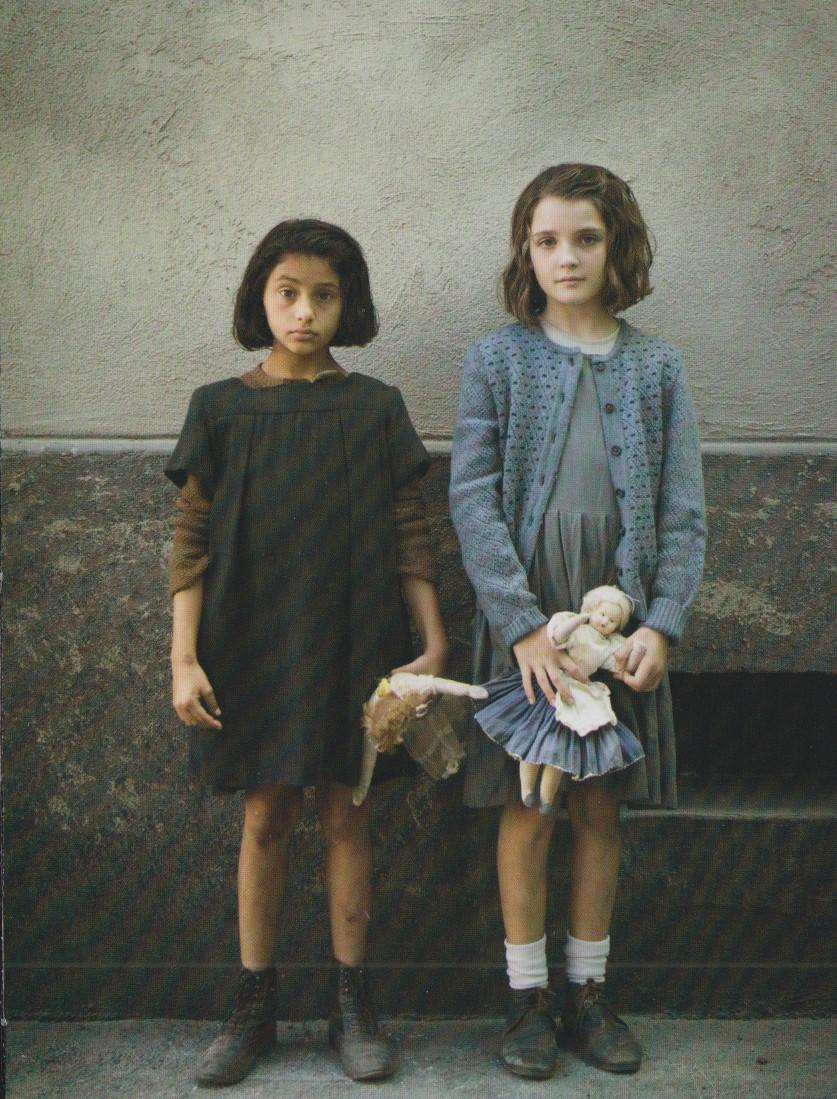 L'AMICA GENIALE, serie televisiva di Saverio Costanzo, tratta dal romanzo di Elena Ferrante. Episodio 1: LE BAMBOLE. Dvd a cura di la Repubblica/Sorrisi e Canzoni,2018